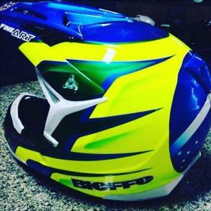 Pintura e personalização de capacete de Rally